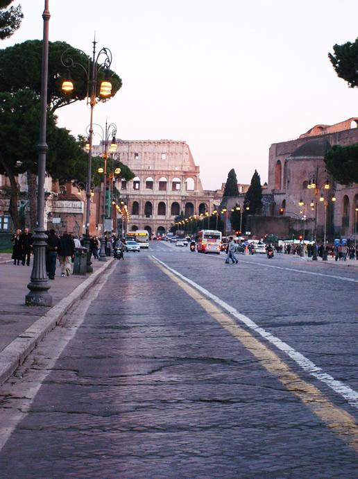 Ausblick auf das Colosseo von der Fia del Fori Imperali