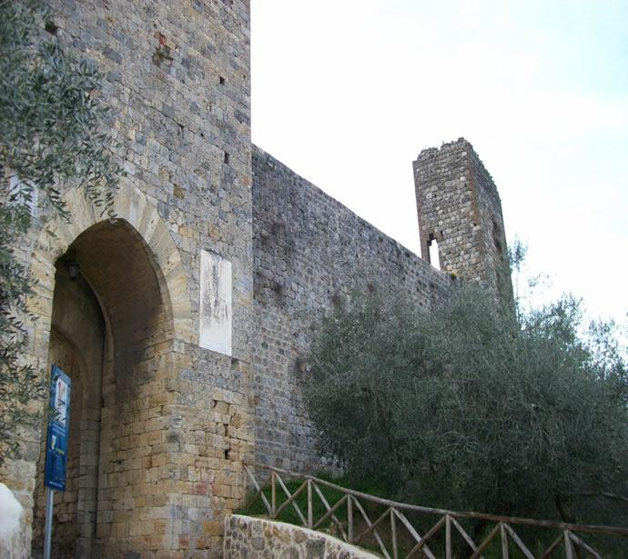 Zugangstor in Monteriggioni