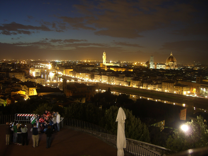 Florenz bei Nacht, Blick in Richtung Ponte Vecchio