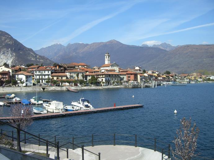 Blick auf Feriolo am Lago Maggiore