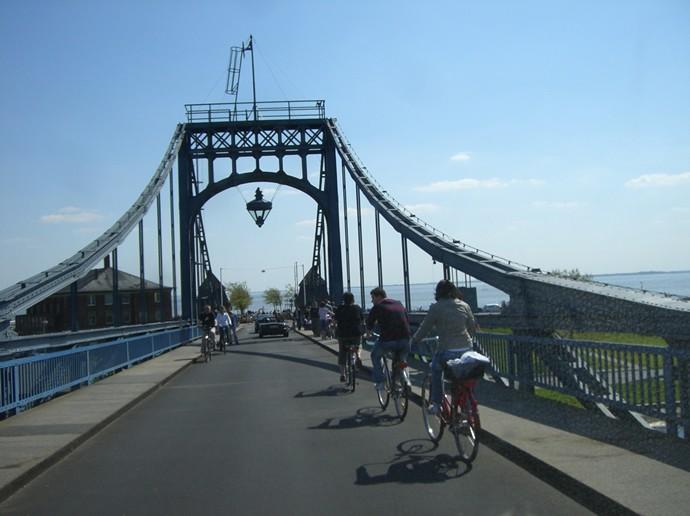 Wir befahren die Kaiser-Wilhelm-Brücke, das wird wohl passen...