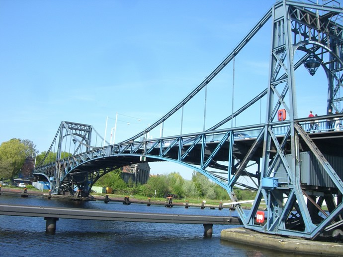 Blick auf die Kaiser-Wilhelm- Brücke in Wilhelmshaven