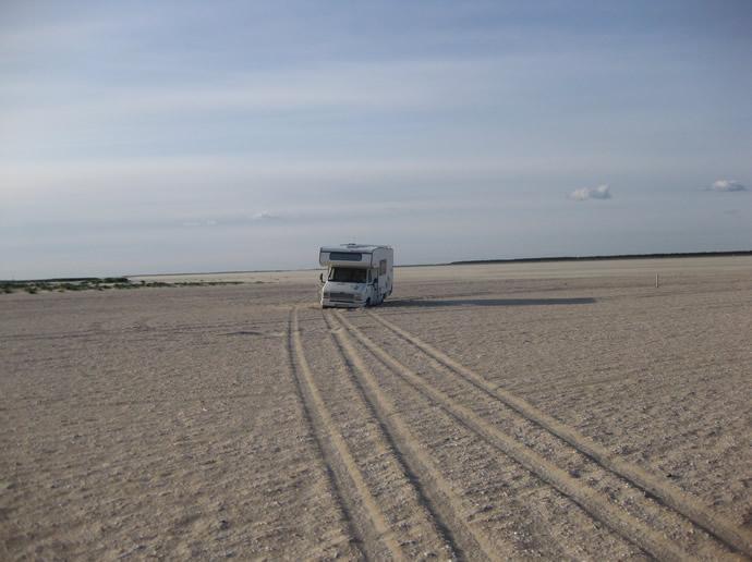 Unser Wohnmobil festgefahren am Sandstrand von Römö