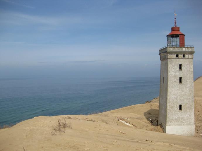 Der Leuchtturm Rubjerg Fyr wird bald im Meer versinken