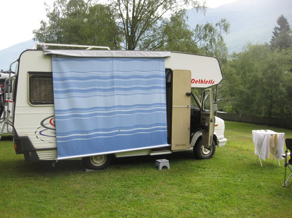 Caravanstore Markisentuch abgeflaggt zum Saubermachen