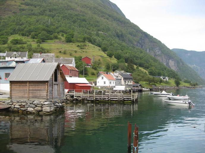 Blockhütte am Fjord