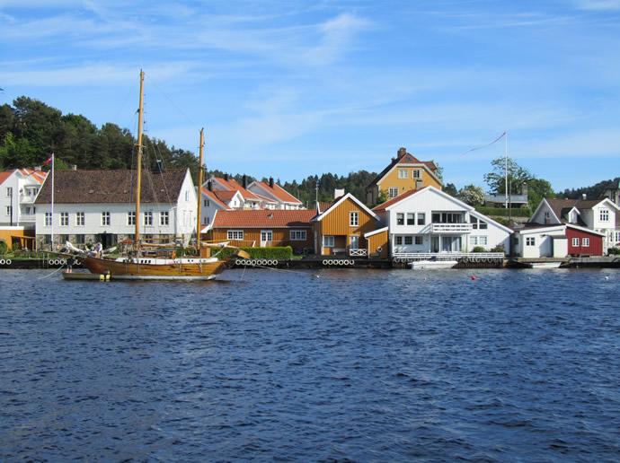 Fjord in Mandal mit Blick aufs Wasser