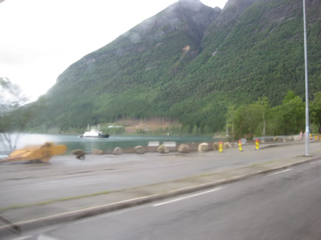 Die Fähre in Kinsarvik legt ab. Mist!