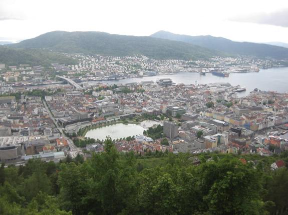 Blick auf Bergen in die Stadt