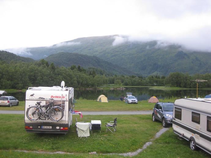So schön campen wir am See in Norwegen