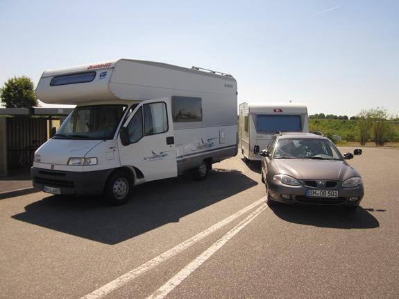 Wohnmobil und Wohnwagen zusammen