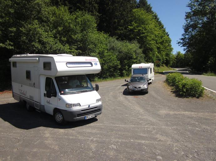 Kurzer Fotostop in der Eifel für ein Wohnmobil und Wohnwagenbild