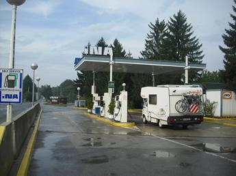 Alte Ina- Tankstelle in Kroatien