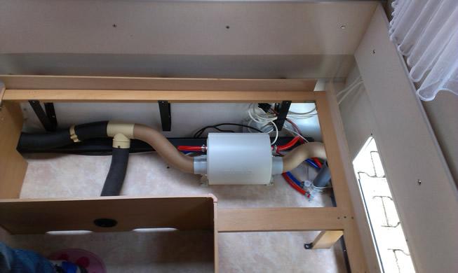 Die Truma TT2 im Wohnwagen fertig eingebaut