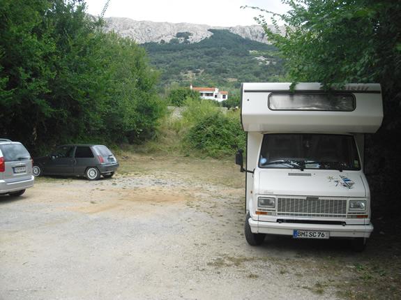Parken mit dem Wohnmobil in Baska auf Krk