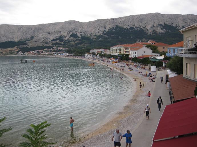 Die Promenade in Baska auf Krk - die Cinque Terre Kroatiens.