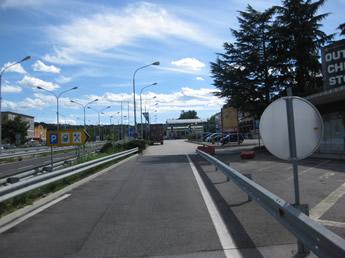 parallel zur Autobahn Richtung Rastplatz