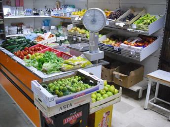 alte Waagschale im Supermarkt