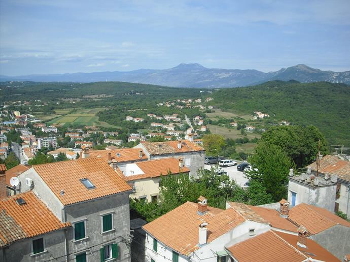 Ausblick über Kroatien vom Campanile von Presika