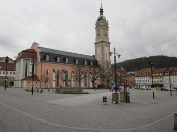 Zentraler Marktplatz und Kirche in Eisenach
