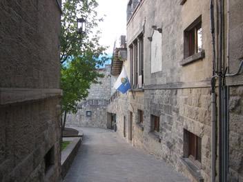 Die Flagge von San Marino in den Gassen