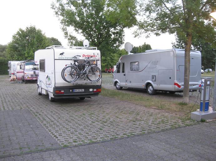 Parken auf dem Wohnmobilstellplatz Trier