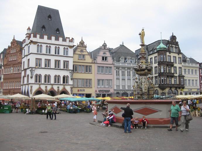 Der Petrusbrunnen von Trier
