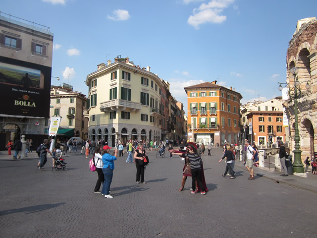 Leben und Dolce Vita auf der Piazza Bra
