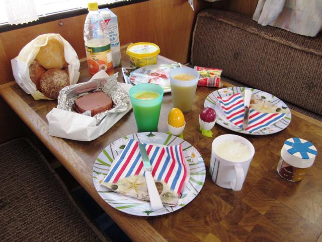 Frühstück im Wohnmobil